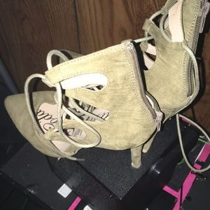 Fashion Nova shoes 5in heel pumps